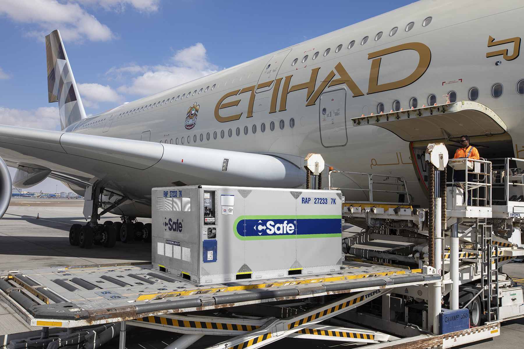 CSafe RAP being loaded onto Etihad aircraft